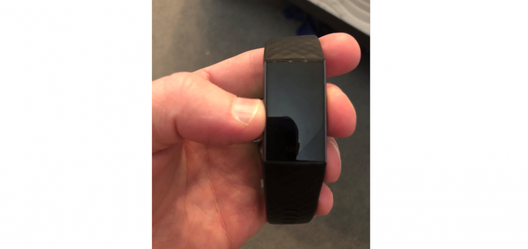 Fitbit Charge 3 screen not working? Lot of users facing blank/black display issue