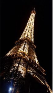 galaxy-s10-cutout-eifel-tower-wallpaper