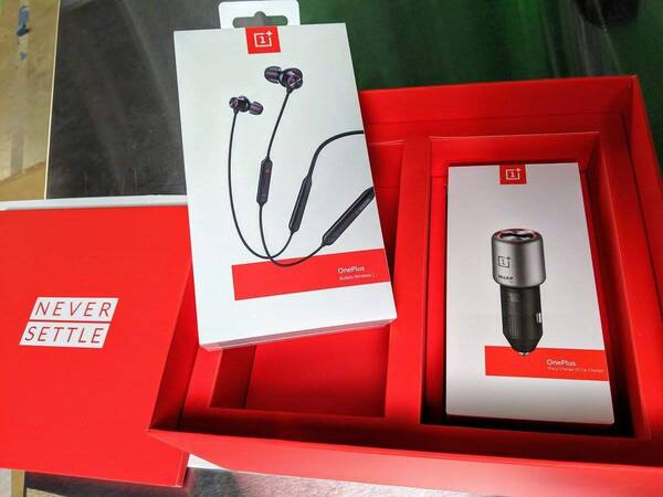 oneplus_7_pro_packaing_bullets_2_car_charger_linus
